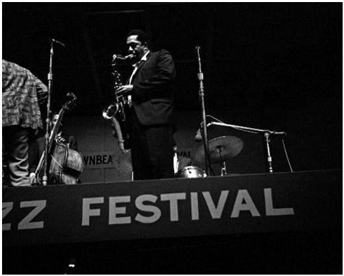 john-coltrane-leni-sinclair-1965-downbeat-festival-chicago-illinois.th.jpg